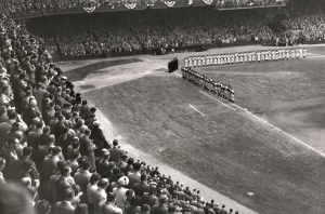 Crowd and teams before start of game at Shibe Park